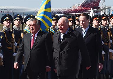 حفل الاستقبال الرسمي في مطار فنوكوفو -2 بموسكو