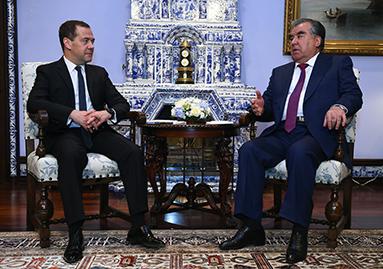 لقاء مع رئيس الوزراء الروسي دميتري ميدفيديف