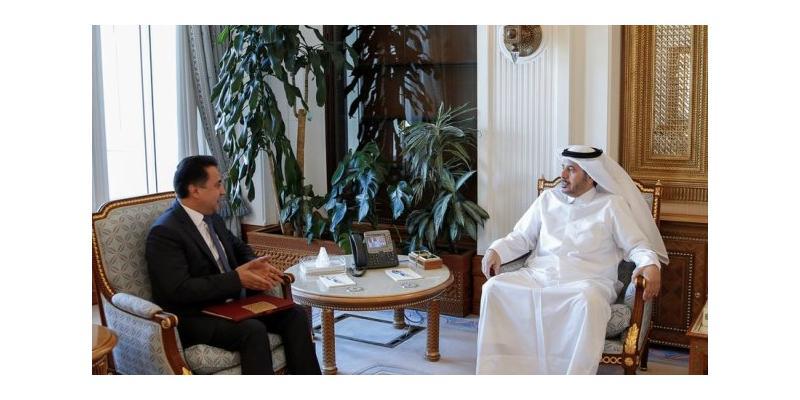 لقاء السفير مع رئيس الوزراء القطري